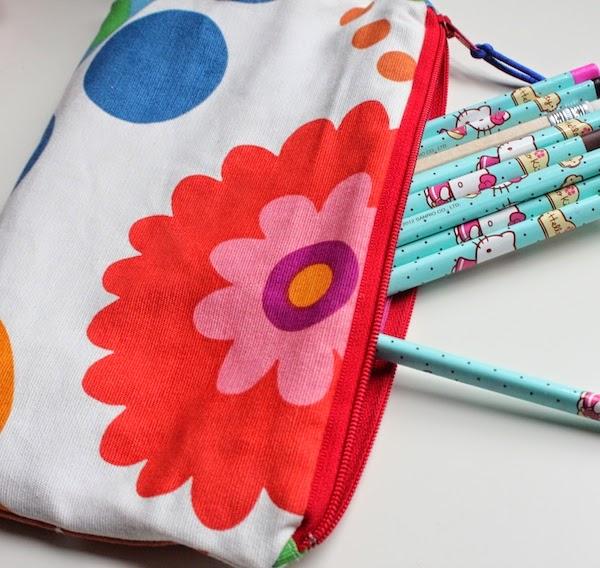 estuche con telas de tapicería