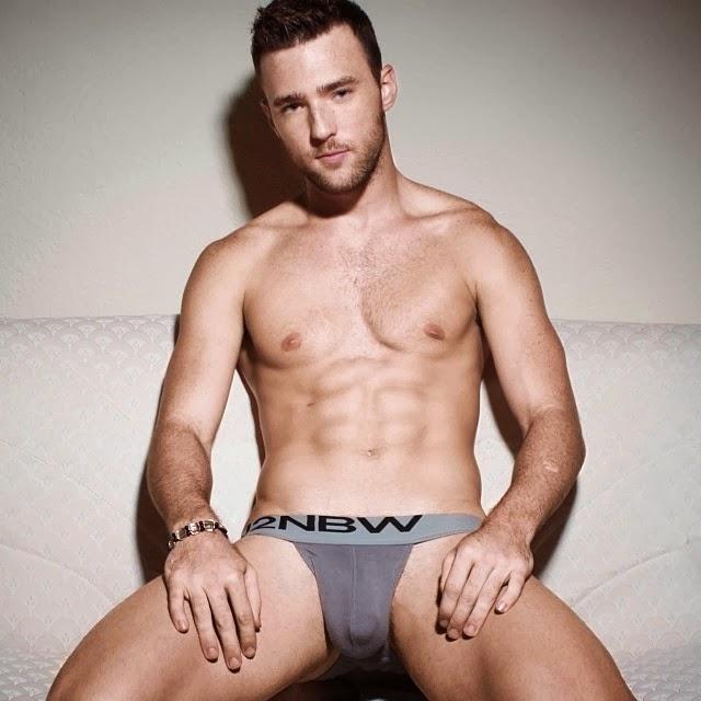 Eric Angelo nudo