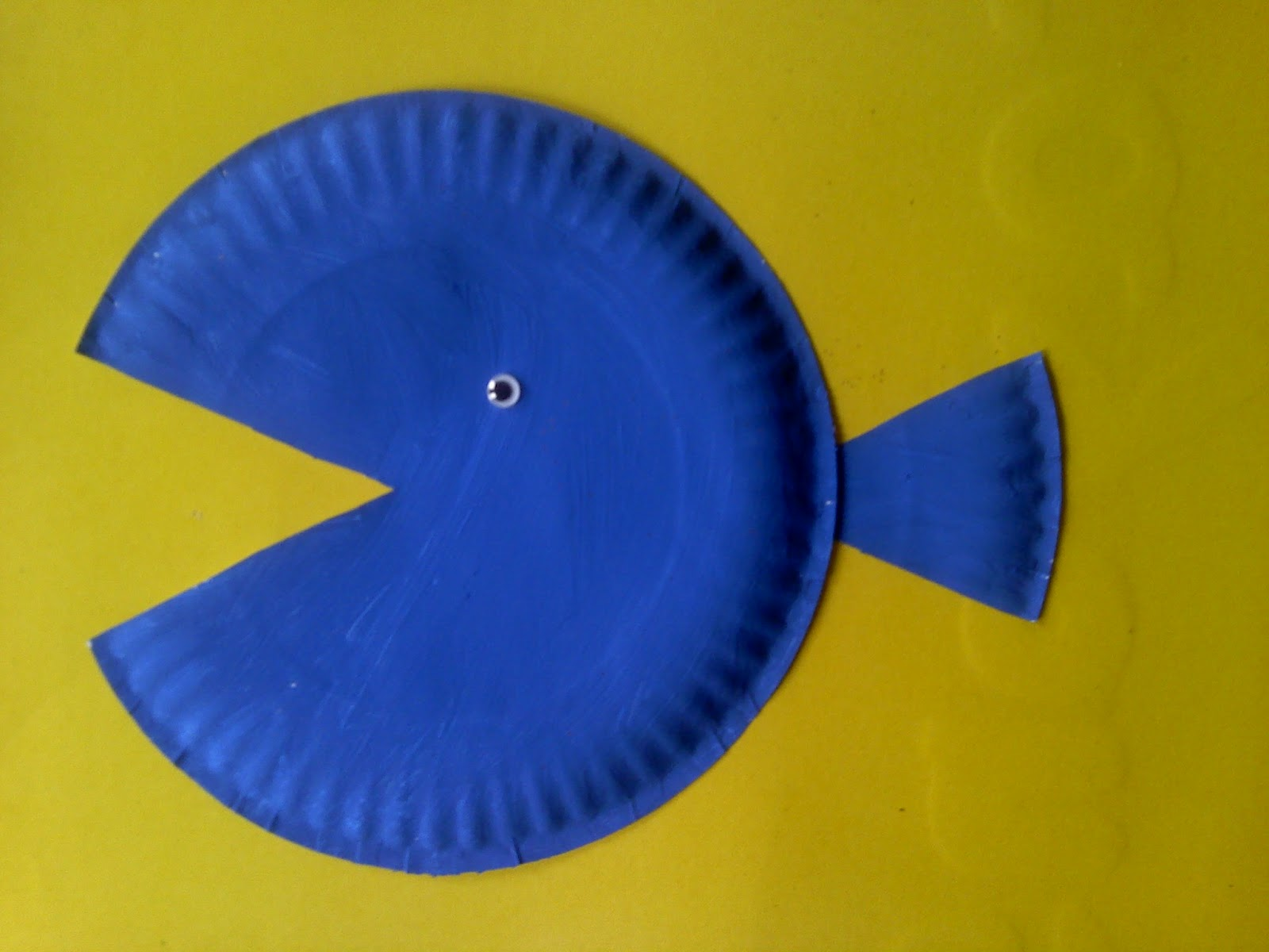 Crafts for preschoolers paper plate fish for Fish crafts for preschoolers