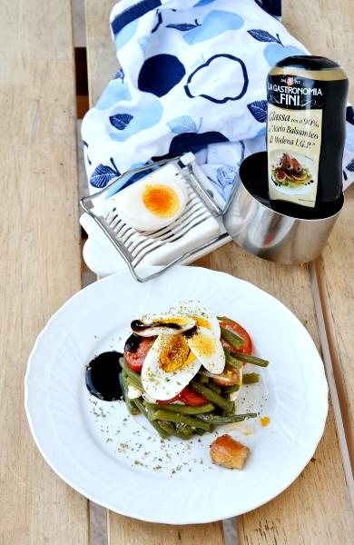 fagiolini, uovo sodo, cipolotto e glassa di aceto balsamico