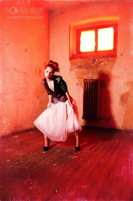 http://portreciarnia.blogspot.com/2013/11/opuszczona-cela.html
