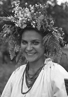 Фото Укринформ: девушкв в венке