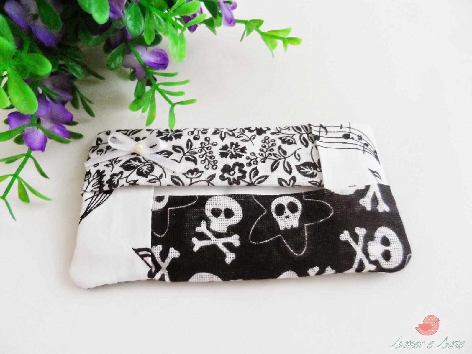 Porta Lenço em tecido nas cores preto e branco