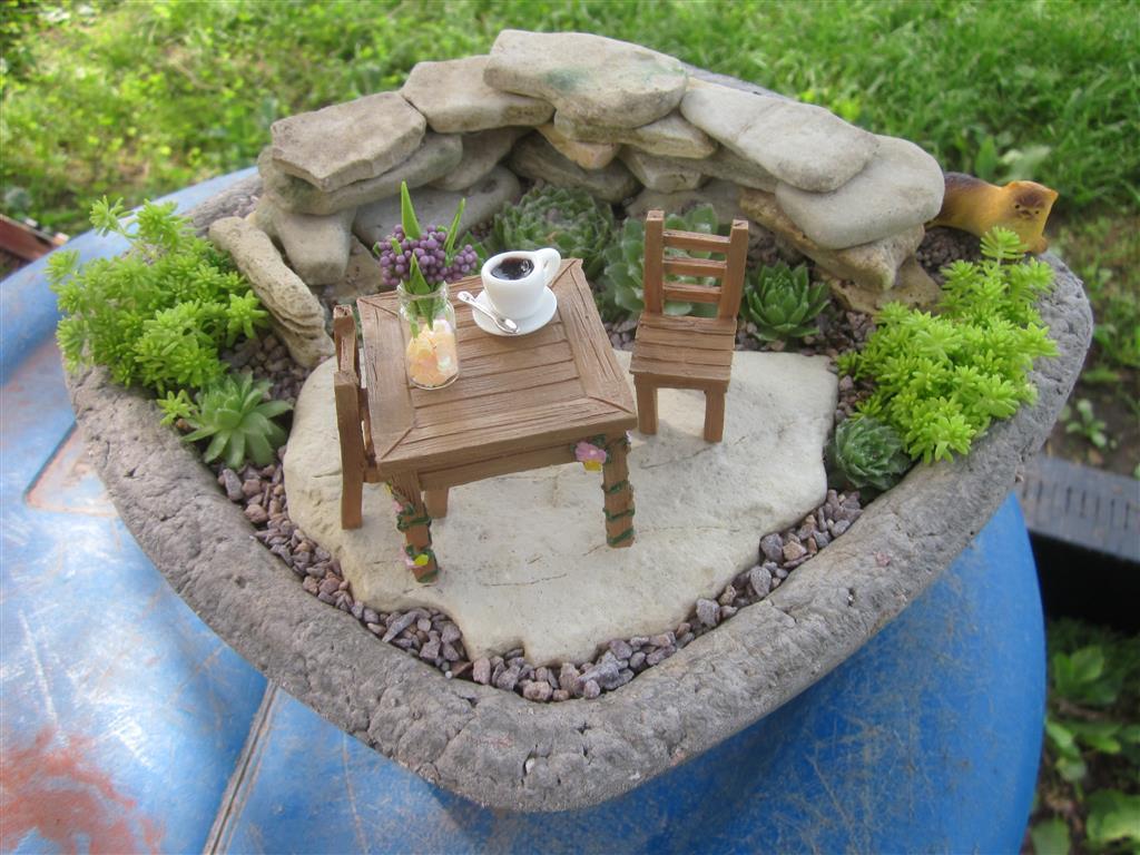 The Papercrete Potter Simple Succulent Garden