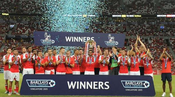 Arsenal Merayakan Kemenangan BAT2015 Singapore