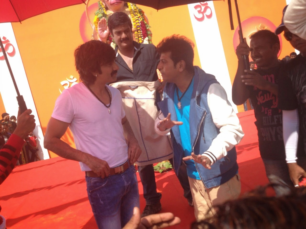 Vajrakaya Movie Working Stills Ravi Teja Siva RajKumar