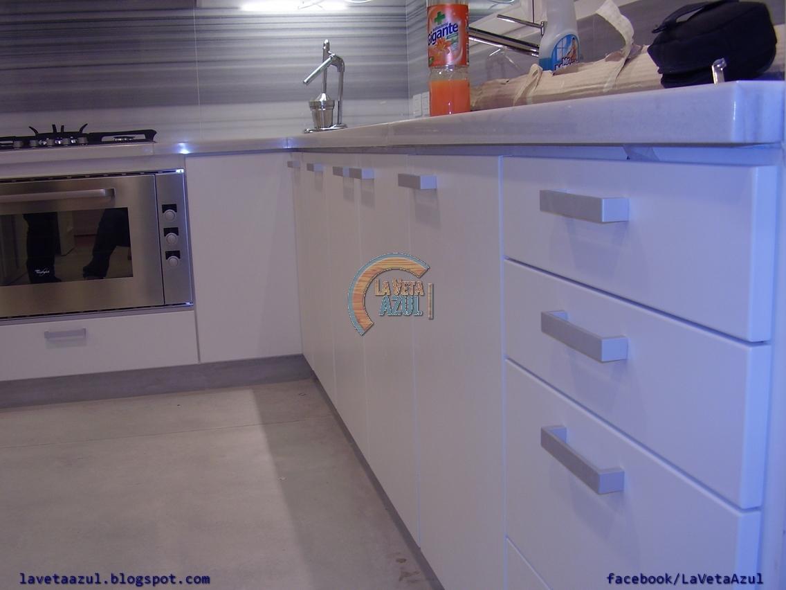 La veta azul mueble cocina en termoformado blanco - Muebles de cocina metalicos ...