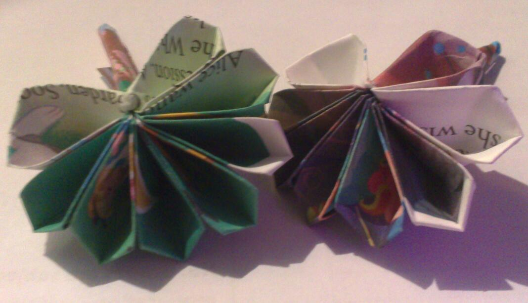 Alice In Wonderland 8 Petal Origami Flowers