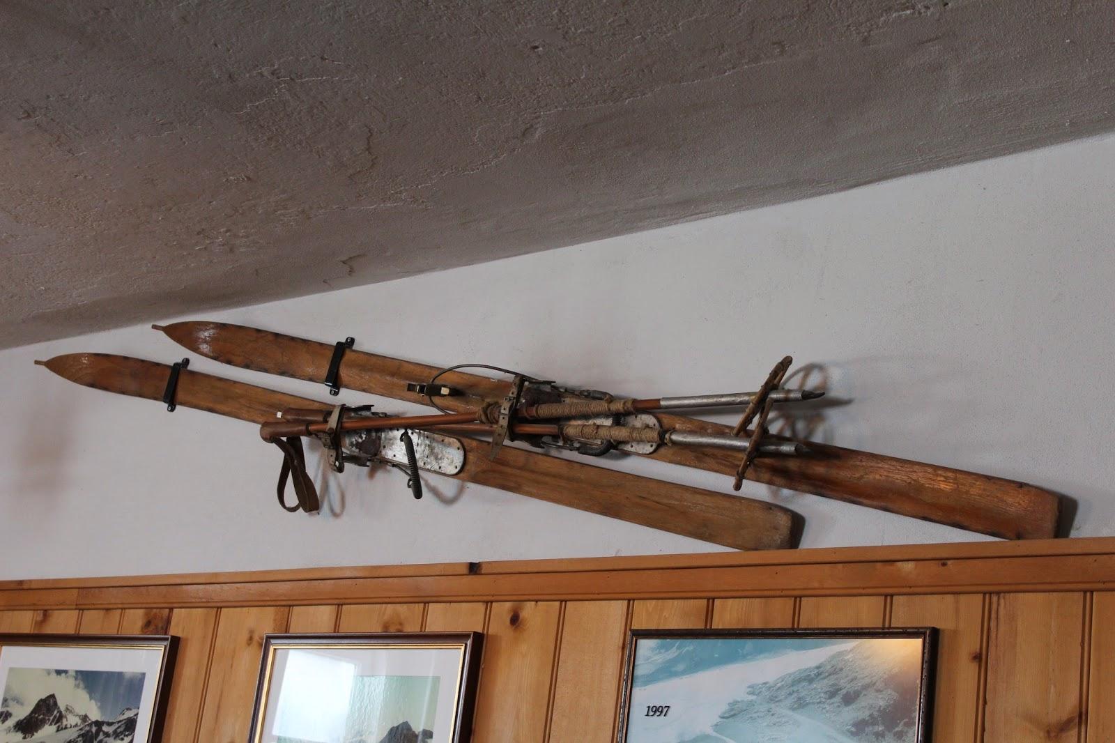 drewniane narty, kafejak drewniana,wood old wood inspirations,interiors,wnętrza blog,stare zdjęcia