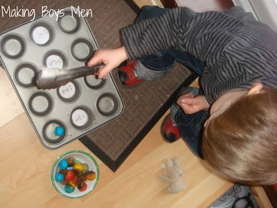 kids activities with cotton balls and muffin tin