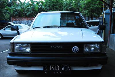 Toyota Corolla DX Retro putih