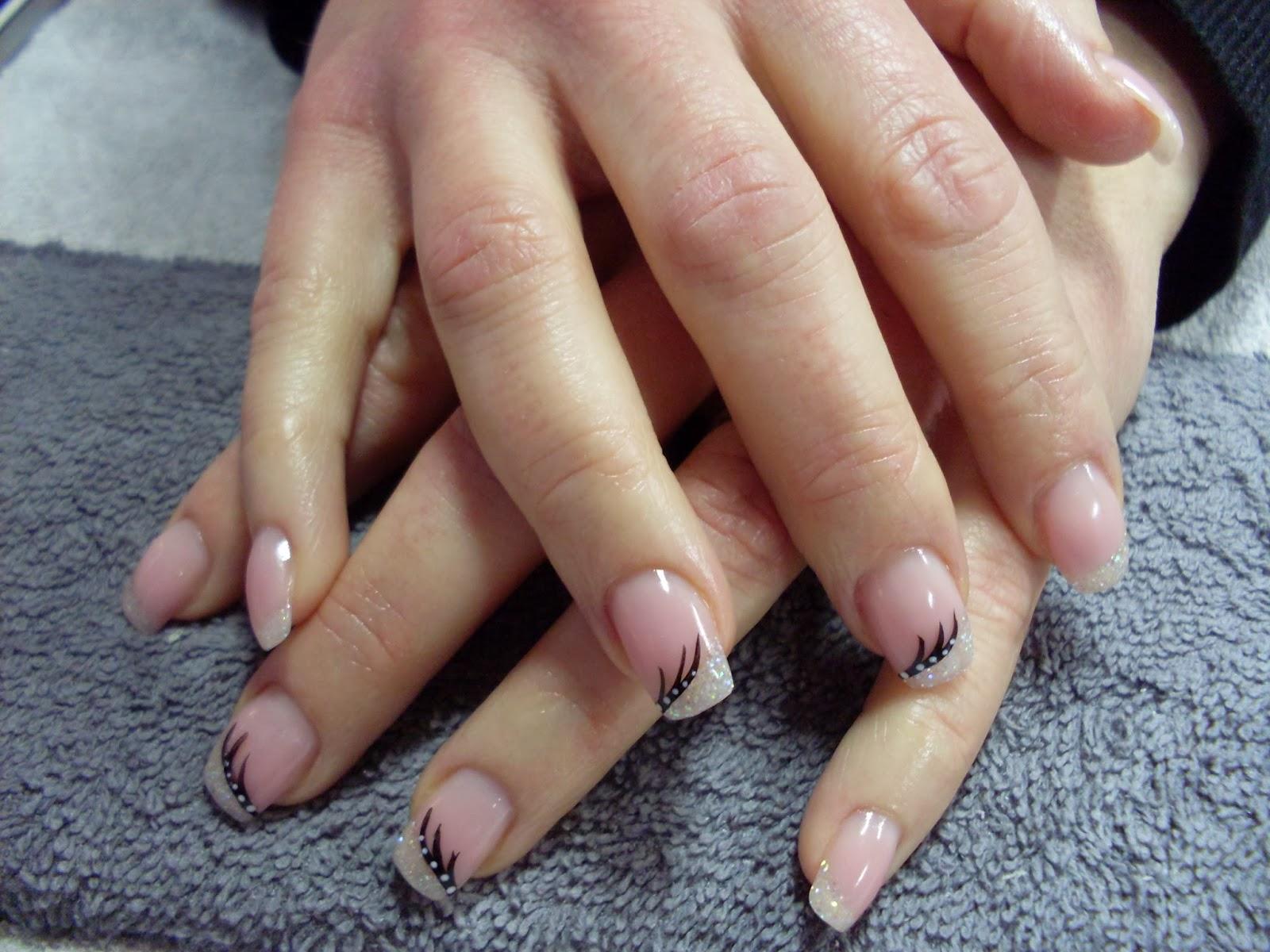 dekorerade naglar