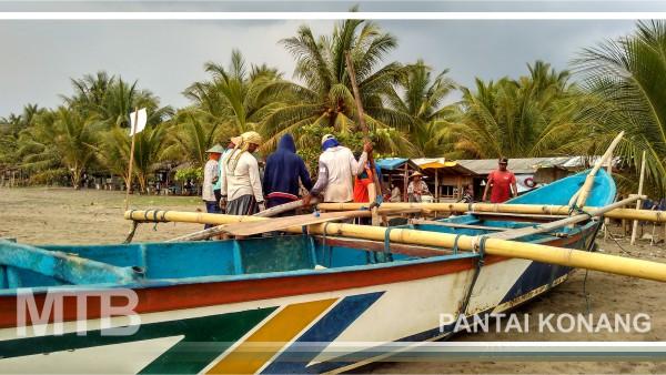 Menikmati Sensasi Jaring Tarik di Pantai Konang Trenggalek