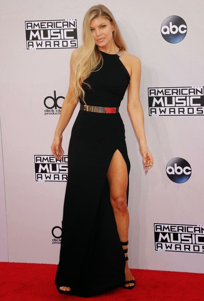 Hey, we're only thinking of our comfort, cause it seemed like the cold air would still find to creep up all over. Keeping the situation in delicious style, the singer, Fergie decided to just split open her diamond garment at the AMAs in Los Angeles, CA, USA on Sunday, November 23, 2014.