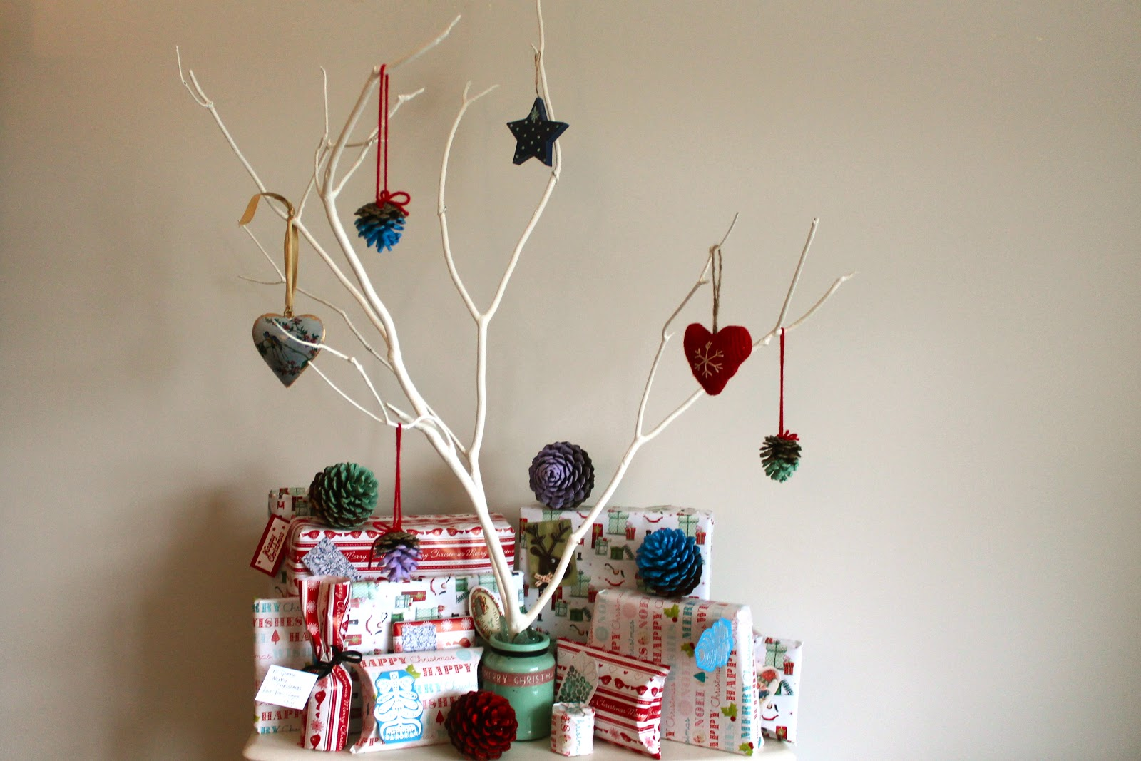 Diy yourself a free christmas tree diy christmas tree solutioingenieria Gallery