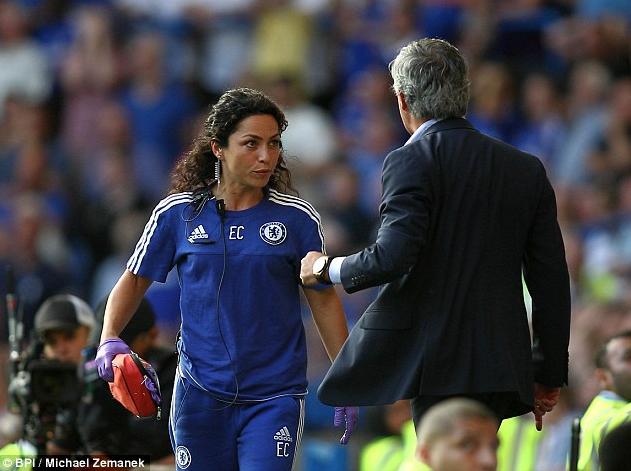Dokter Cantik Chelsea Eva Carneiro memutuskan untuk meninggalkan klub