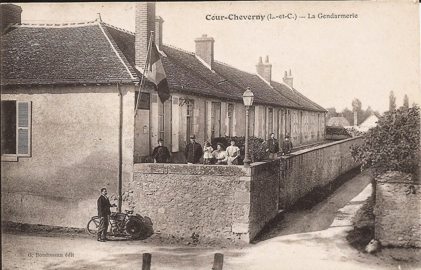 Gendarmerie - Cour-Cheverny