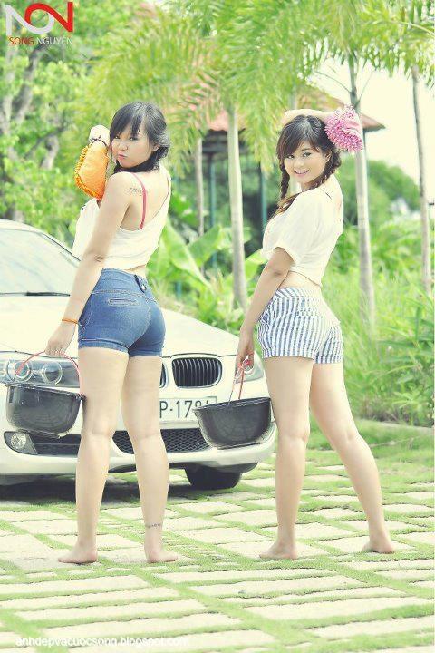 Ảnh hai hotgirl rửa xe nóng bỏng | Vietnamese girl washing car