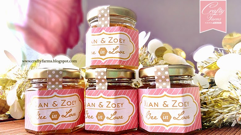 Bee In Love Honey in Glass Jar Wedding Favour with Chalkboard Sticker