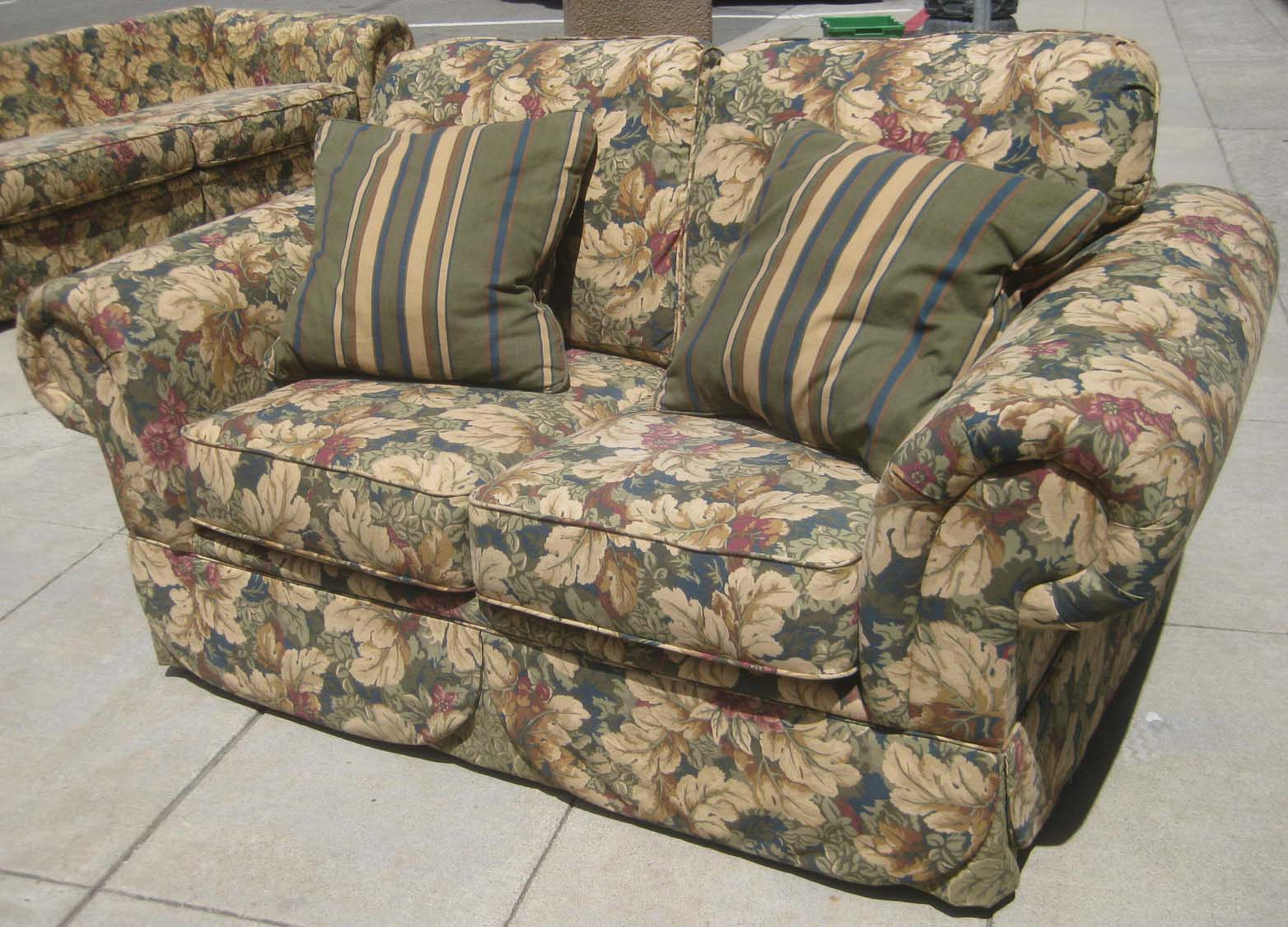 Uhuru Furniture Collectibles Sold Sofa And Loveseat