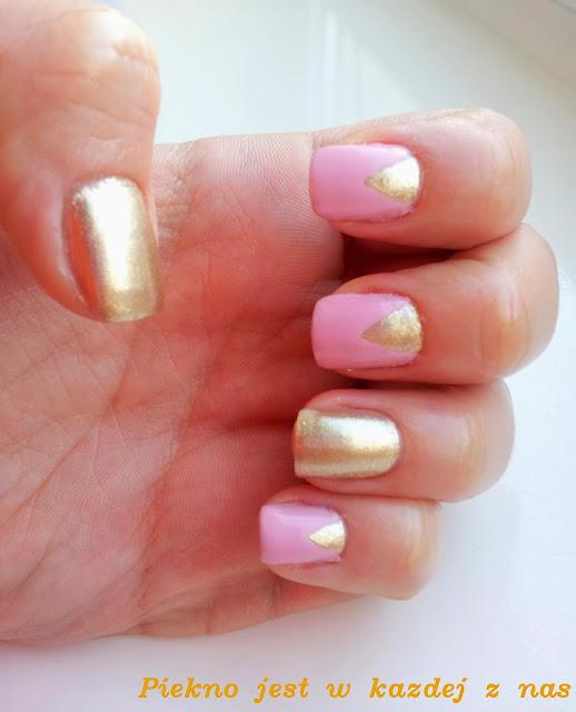 Zdobienie paznokci - trójkąty, róż ze złotem