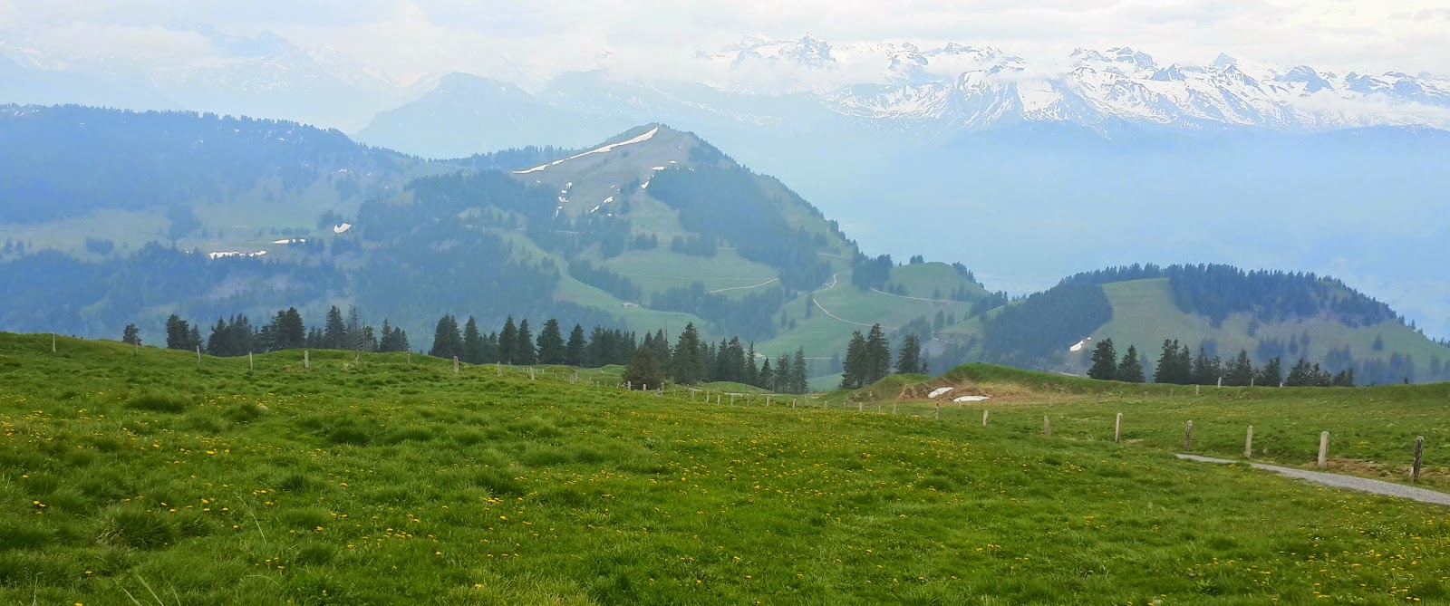 hiking paths in switzerland