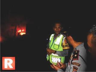 Ikut Bantu Warga Padamkan Api, Kapolres Subang Diteriaki Pedagang Pasar