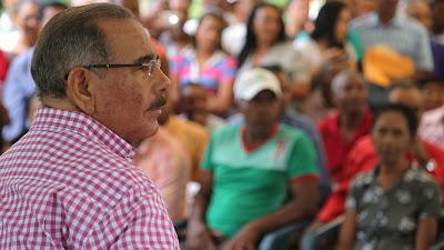 En Peralta, Azua, salvarán cafetales; mientras, invernaderos para poder vivir