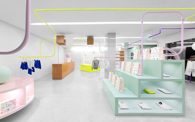 Kindo una tienda infantil diseñada por Anagrama