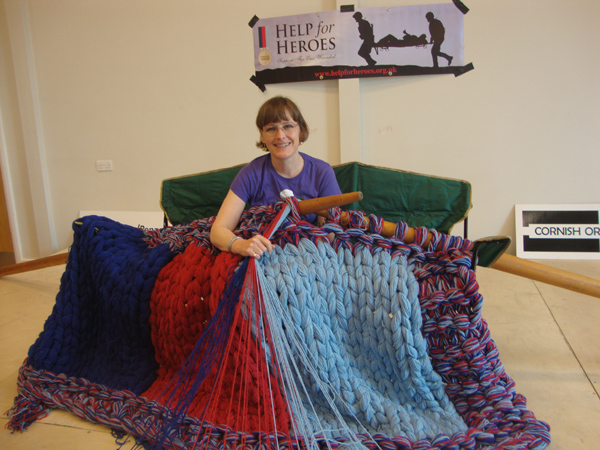 Giant Knitting Needles Uk : Julia s knitwits extreme knitting for world wide