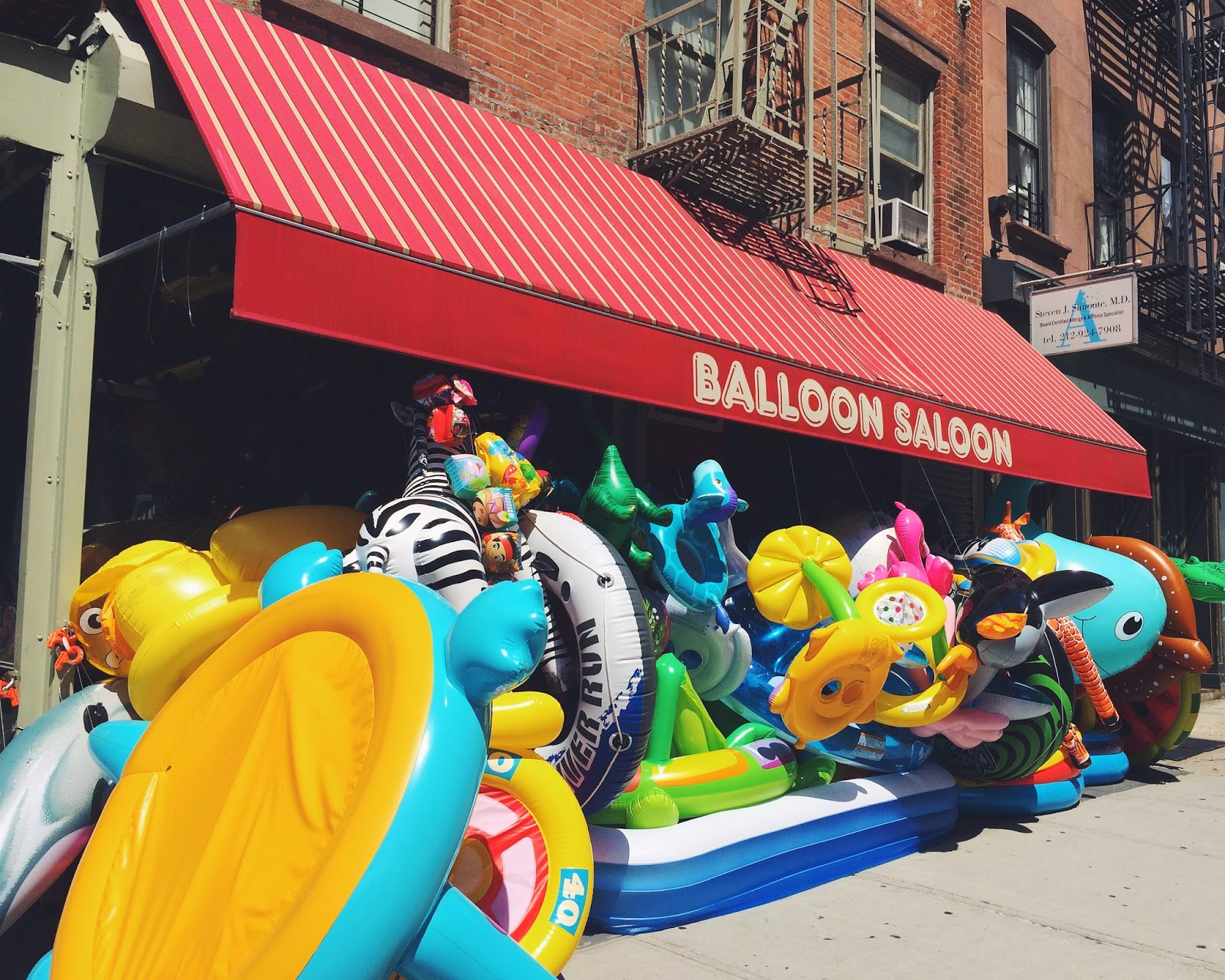 Balloon Saloon, Inflatable floaty