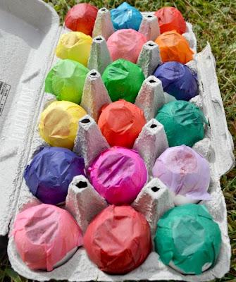 Pinte cheio de ovos, atirá-los na tela de uma arte super divertido crianças do projeto AMAR!