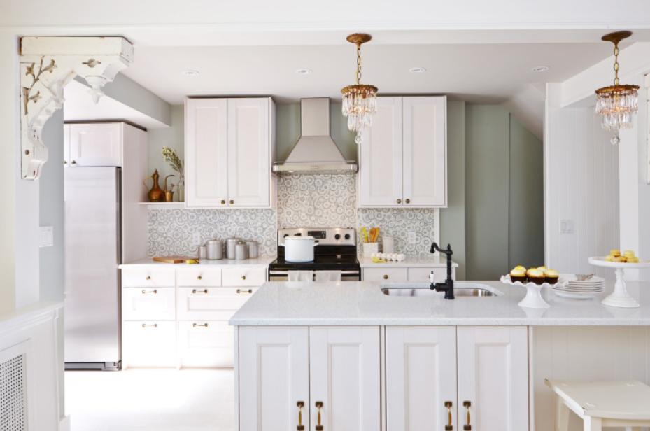 Design maze kitchen island inspirations w sarah richardson for Sarah richardson kitchen designs