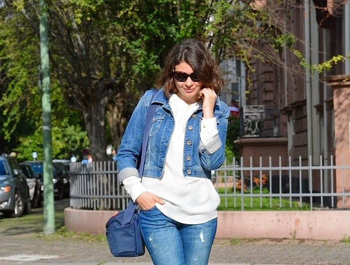 Jeans look, white blouse with jeans