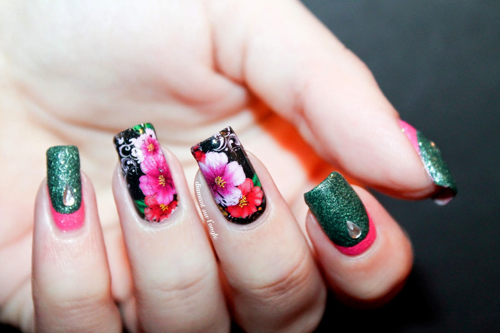Flowery Nail Art inspired by kitsch english flowers