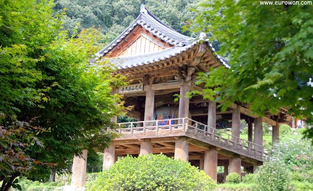 Pabellón Beomjonggak del templo Buseoksa