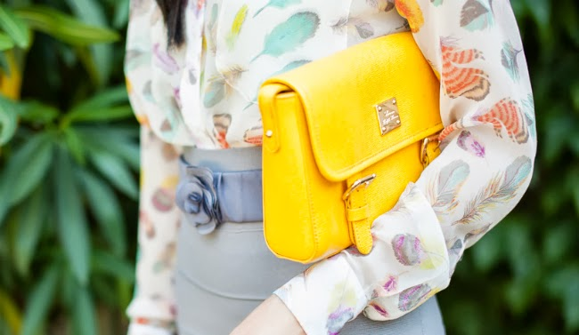 yellow messenger bag convertible purse summer outfit idea