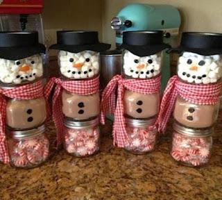 Muñecos de Nieve con Frascos de Vidrio Reciclados