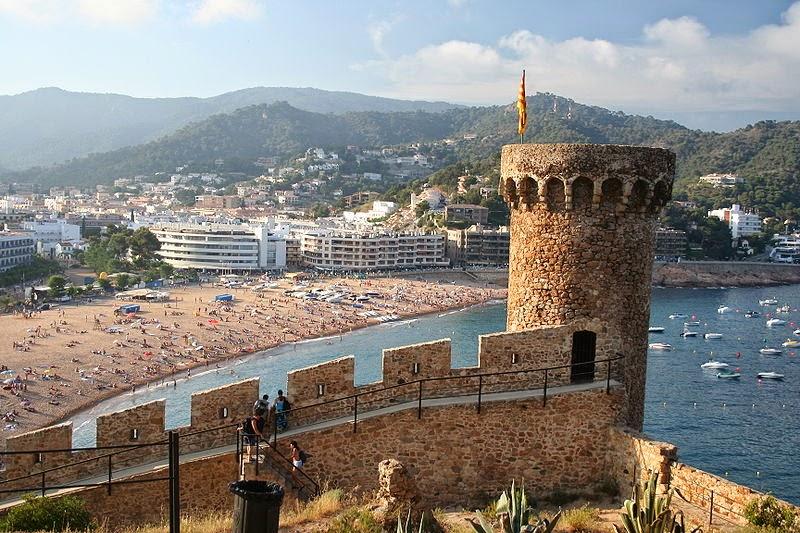 Viajar a barcelona escapada a tossa de mar for Oficina de turismo tossa de mar