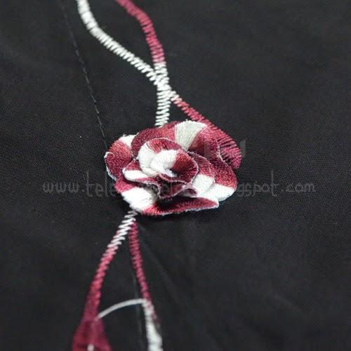Telekung Vietnam tanah hitam, bunga maroon putih sulam bunga timbul
