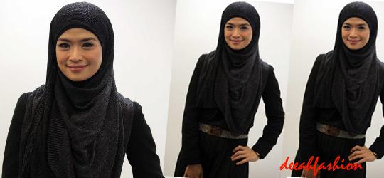 Jilbab ala Yulia Rahman Black Chic