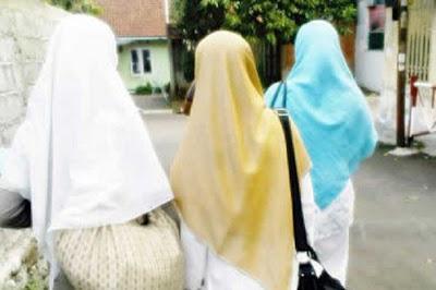 Ini 8 Syarat Pakaian Wanita Muslimah