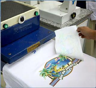 camisa feita com arte em transfer