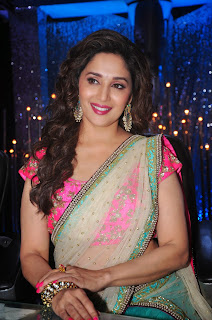 Madhuri Dixt in Ravishing Saree Promoting Movie Khoobsurat on the Sets of Jhalak Dikhhla Jaa
