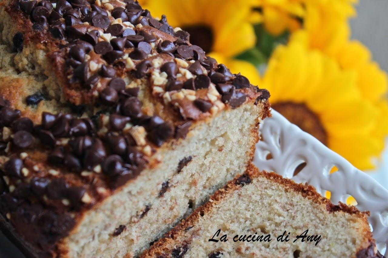 cake alle banane, gocce di cioccolato e mandorle - chec cu banane, ciocolata si migdale