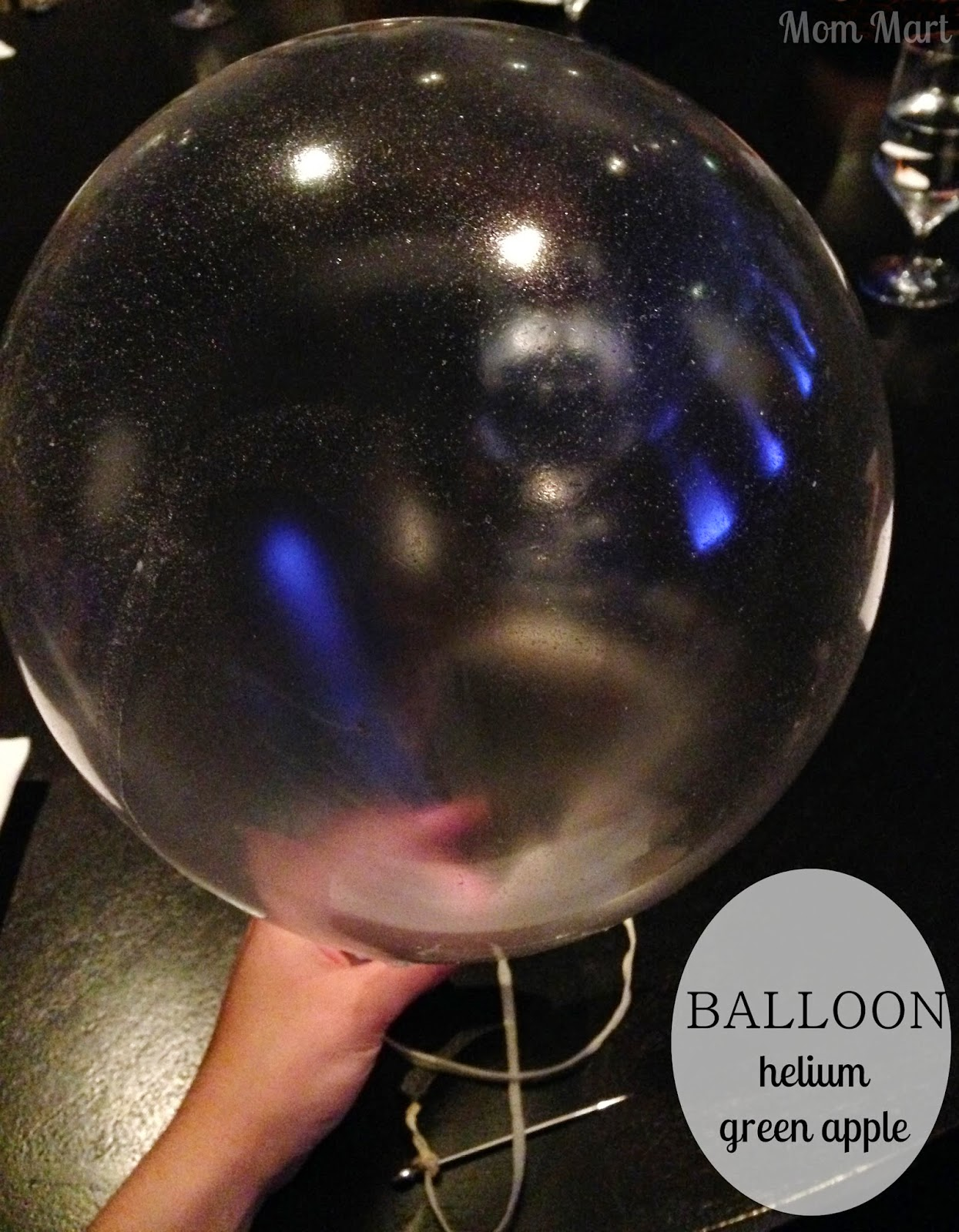 Alinea Restaurant of Chicago: BALLOON: helium, green apple