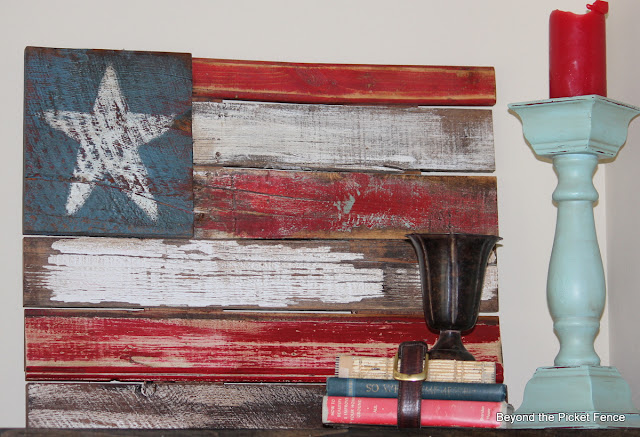 reclaimed wood favorite projects http://bec4-beyondthepicketfence.blogspot.com/2013/12/favorite-things-2013-and-linky-party.html