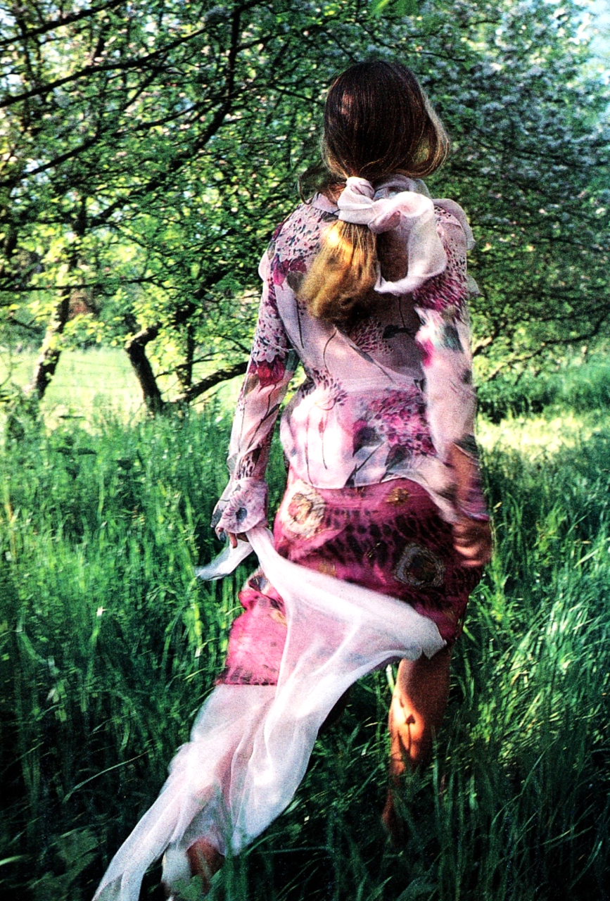 Emma Sjoberg in Fraiche comme une rose / Glamour France July 1989 (photography: Enrique Badulesco & Marie-Laure de Decker, styling: Anne-Severine Liotard) via fashioned by love british fashion blog