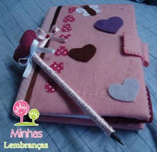 kit-caderno-feltro-lápis-marcador-página-personalizado