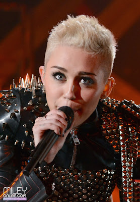 Download Video : Miley Cyrus VMA Performance